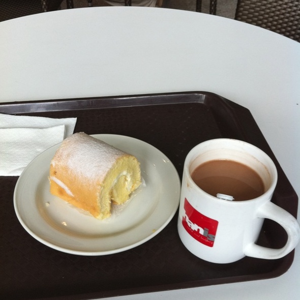 Hot Chocolate And Mini Sugar Roll