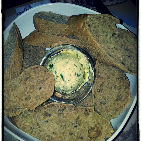 Stokbrood Met Kruidenboter/Baquette With Herb Butter @ 't Hoogstraatje
