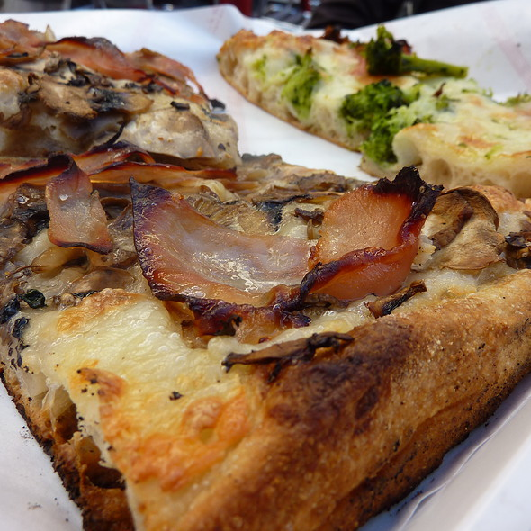 Pizza @ Pizza Zaza