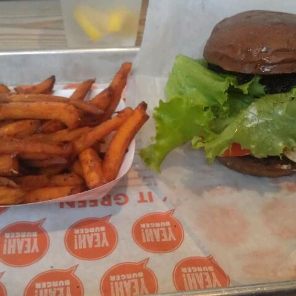 Bison Burger @ YEAH! BURGER