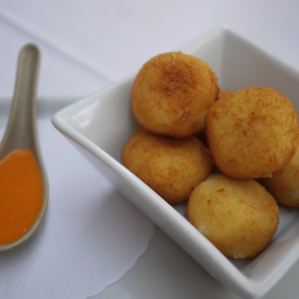Bolinhos de Mandicoa @ Restaurante Carlota