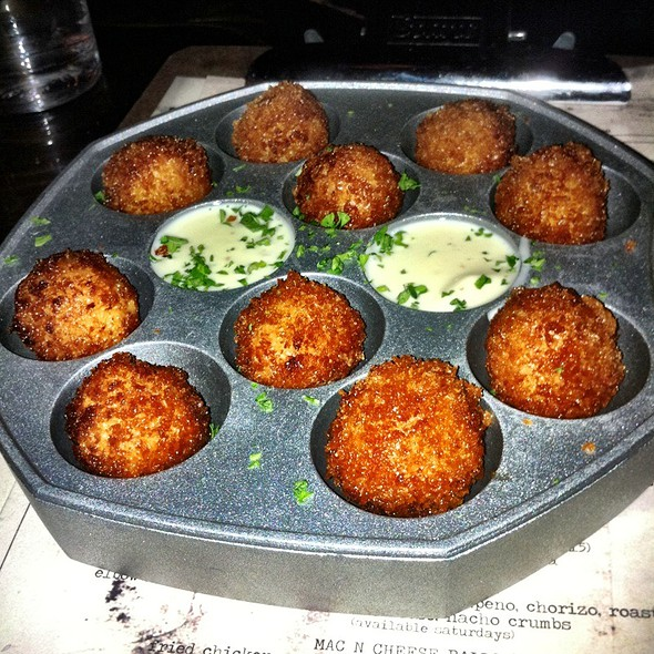 Mac & Cheese Balls @ Sons Of Essex