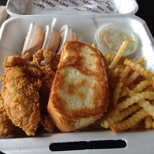 The Caniac Combo @ Raising Cane's Chicken Fingers