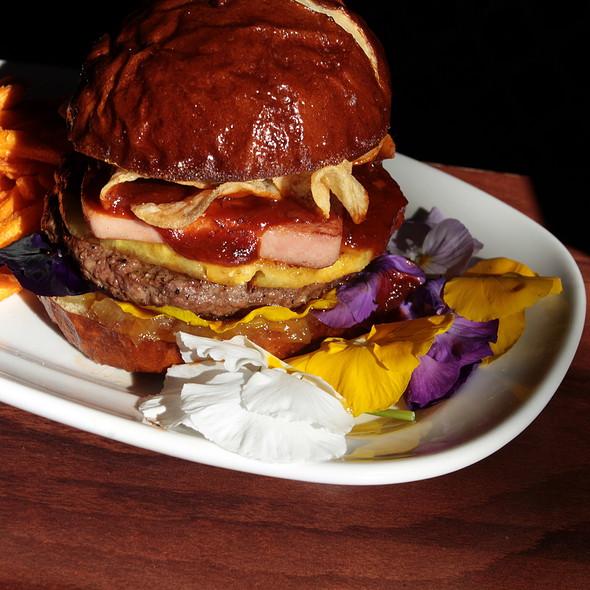 Someplace I'd Rather Be Hamburger - de Vere's Irish Pub - Sacramento, Sacramento, CA