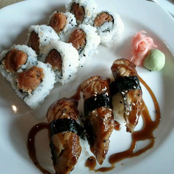 Spicy Tuna roll and Unagi @ Drunken Fish