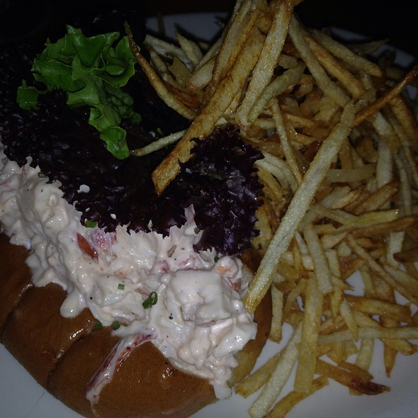 lobster roll @ Pearl Oyster Bar