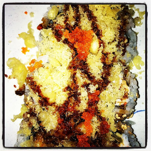 ... crunchy roll @ Sushi On Rainbow