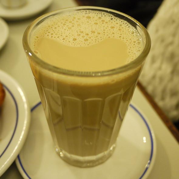 Coffee w/ Milk @ Pastéis de Belém