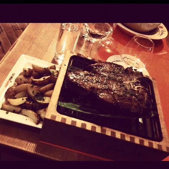T-bone steak @ Happypek
