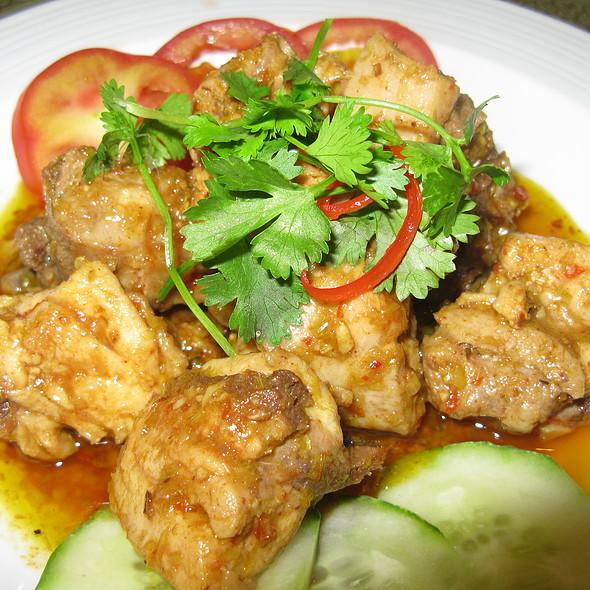 Chicken with Lemongrass and Chili @ Sao Mai