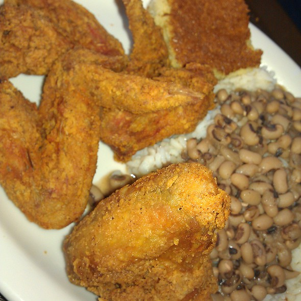 Fried Chicken Wings with Black Eyed Peas and Rice @ Sweetie Pies At the Mangrove