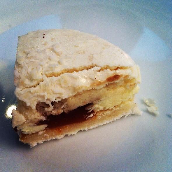 Gula Melaka Macaron @ De La Crème