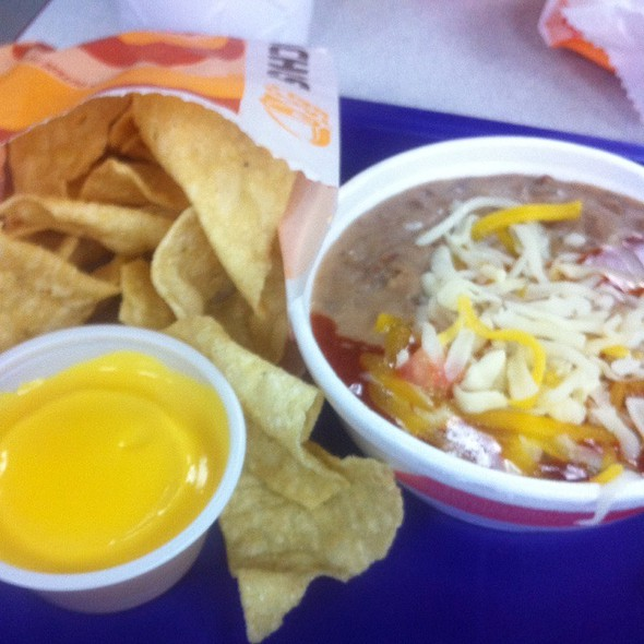Nachos And Cheese With Pinto And Cheese @ Taco Bell