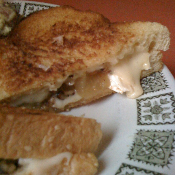 Grilled Brie sandwich @ Aunties and Uncles