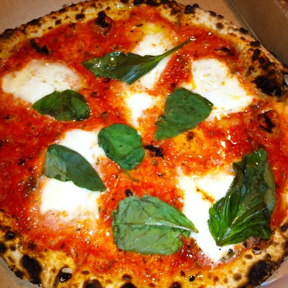 Pizza Margherita @ Pizzeria Stella