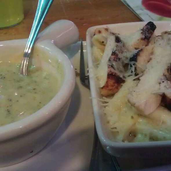 Pick N' Pair Broccoli Cheese Soup & Chicken Penne Pasta @ Applebee's