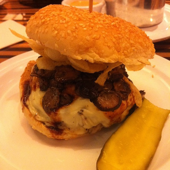 Pacific Northwest Burger @ Bobby's Burger Palace