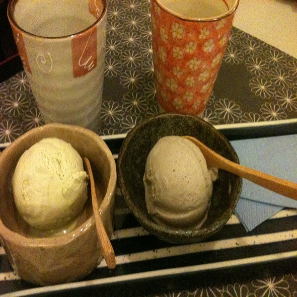 Green Tea Matcha Icecream & Black Seasame Icecream @ Izakaya 1. Japanisches Restaurant