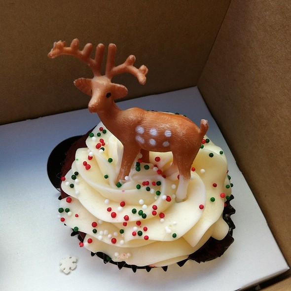 Rudolph Red Velvet Cupcake at Dreamcakes