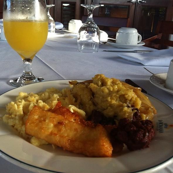 Mangú Con Huevos Revueltos, Queso Frito, Longaniza Y Juguito De Naranja @ La Romana Country Club