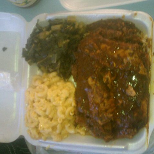 Cuban Turkey Wings And Greens And MacnCheese @ Saudia Shuler's Country Cookin'