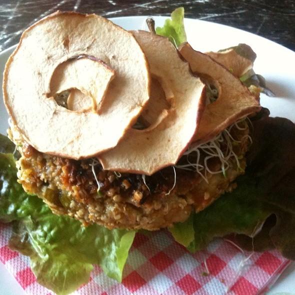 Amazing Bio Burger @ Burger Trut