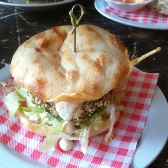 Funky Cauliflower Burger @ Burger Trut