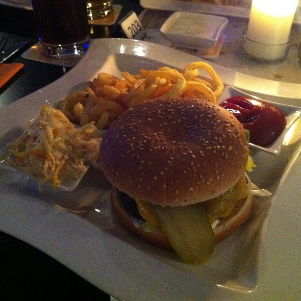 Cheese Burger With Curly Fries @ Clocktower Harley-Davidson & Buell Graz, Steiermark