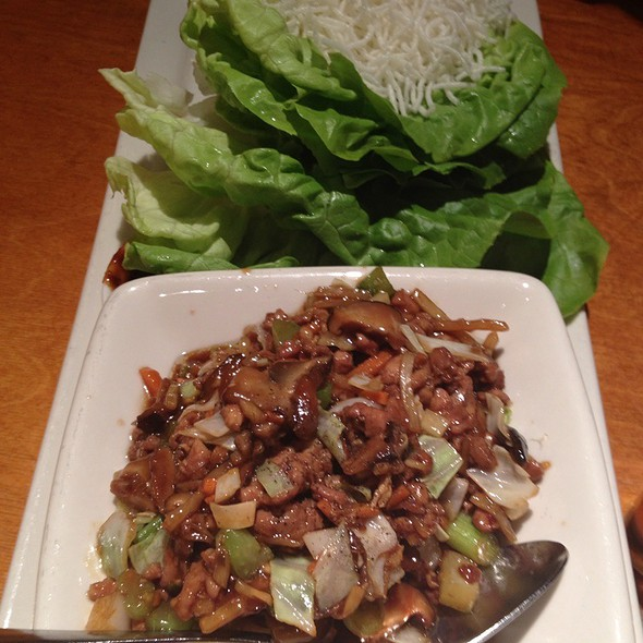 Chicken Lettuce Wraps @ Big Bowl