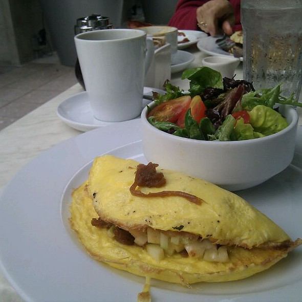 Omelette With Apples Brie And Caramelized Onions @ Cassis American Brasserie