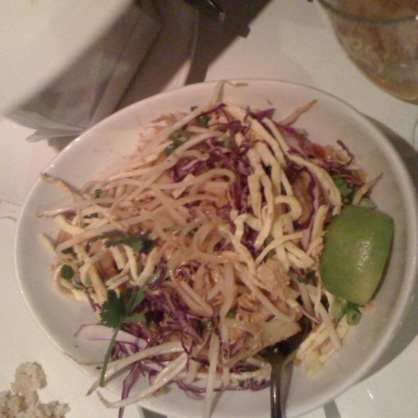 shrimp pad thai @ Straits Cafe