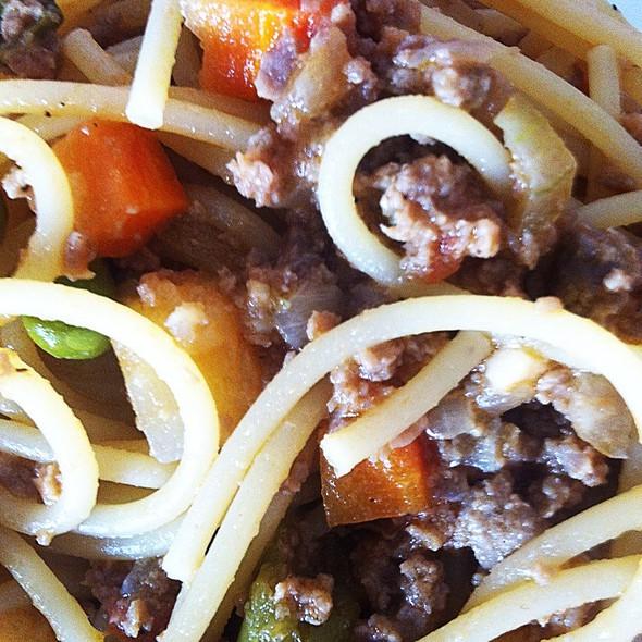 Macarrão Com Carne Moída E Legumes!!