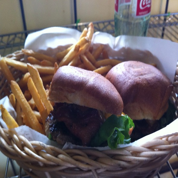 Bacon Cheeseburger @ Weezy's Grass Fed Shed