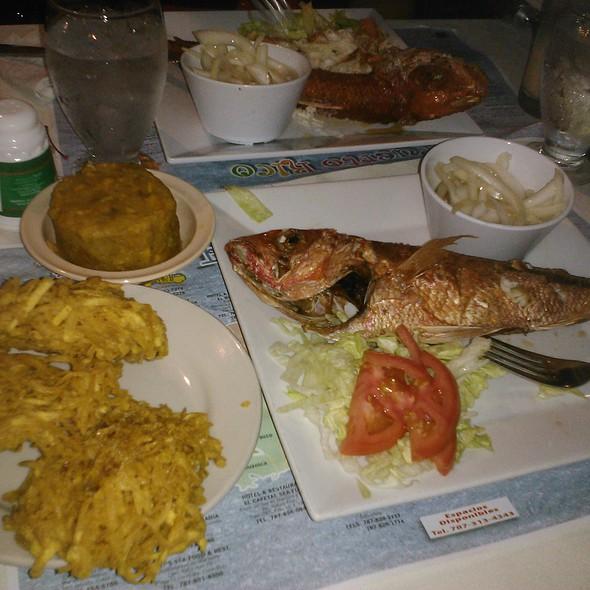 Pescado frito con mofongo @ Gonzalez Sea food