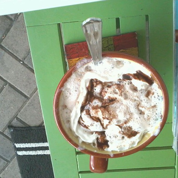 Hot Chocolate @ Achilles Art Cafe