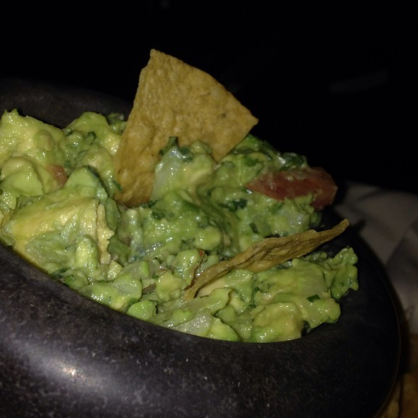 Guacamole and Chips - Cafe Con Leche / De Noche, Chicago, IL