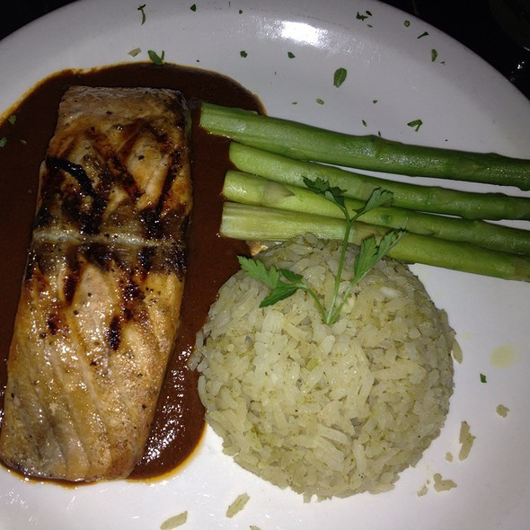 Salmon En Mole Coloradito - Cafe Con Leche / De Noche, Chicago, IL