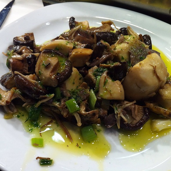 Mixed Mushrooms @ Kiosko Universal