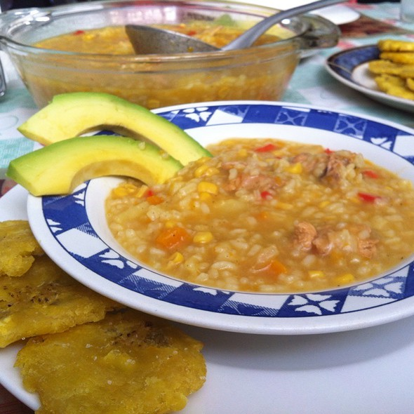 Asopao De Pollo, Aguacate Y Fritos Verde @ Chez Bocatips
