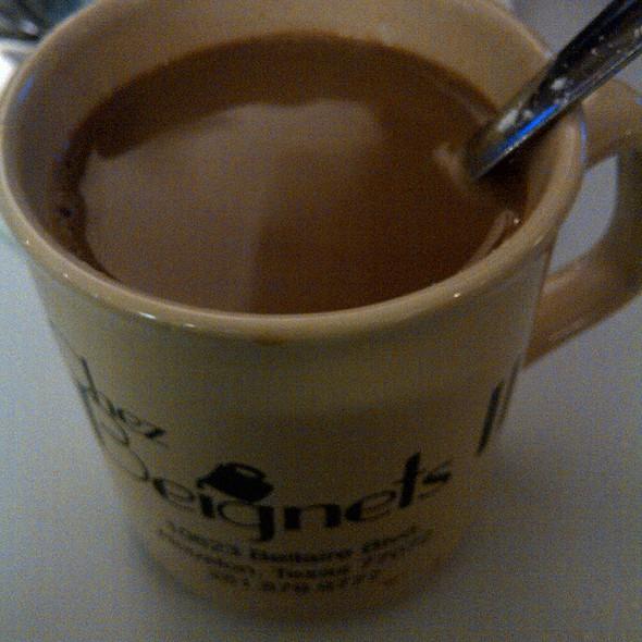 Cafe au lait @ Chez Beignets