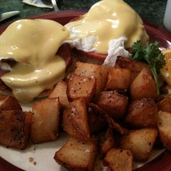 Eggs Benedict @ Evan's Kitchen and Catering