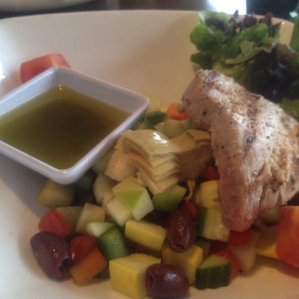 Mediteranian Salad With Tuna - Grille No. 43, Lake Bluff, IL