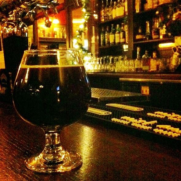 Wee Heavy - Mad River Brewing @ de Vere's Irish Pub