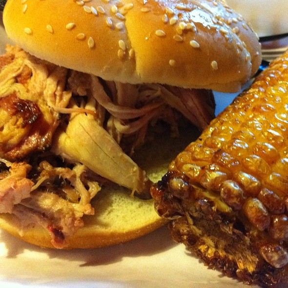 Pulled Pork Sandwich @ Pappy's Smokehouse
