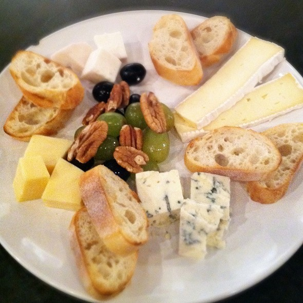 Cheese Board - C'est Le Vin Wine Bar, Richmond, VA
