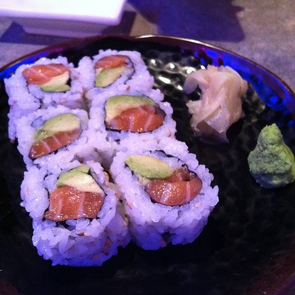 Salmon Avocado Roll @ Katana-ya