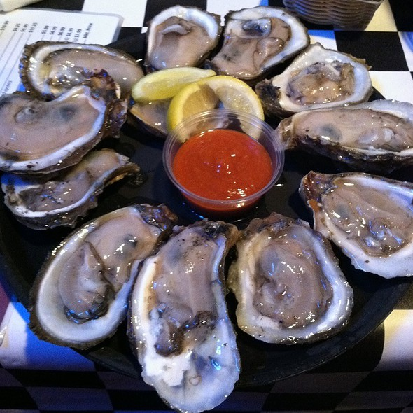 raw oysters @ Acme Oyster & Seafood House