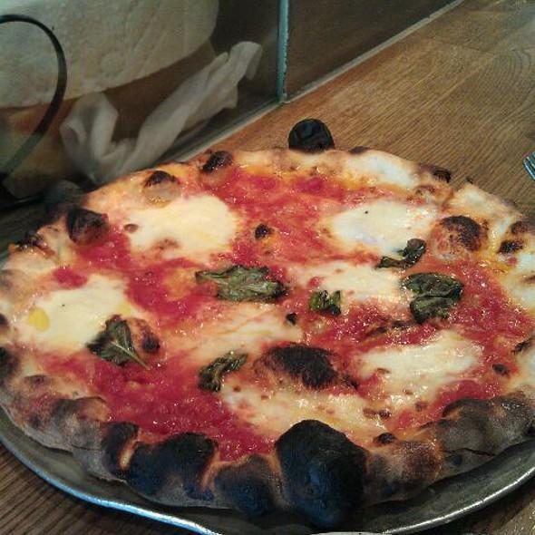 Pizza Margherita @ Pizzeria Delfina