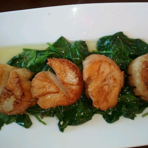 Seared scallop appetizer @ Zen Restaurant