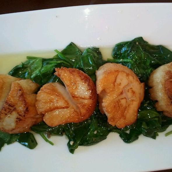 Seared scallop appetizer @ Zen Restaurant